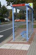 Sehleitstreifen an einer Delmenhorster Bushaltestelle
